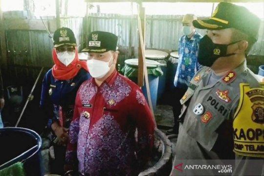 Tim gabungan temukan puluhan drum arak saat penggerebekan di Sampit