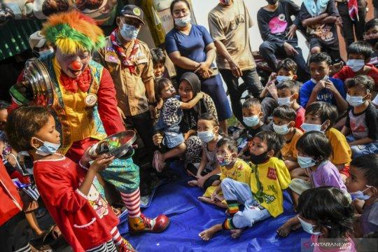 Badut hibur anak korban kebakaran di Taman Sari
