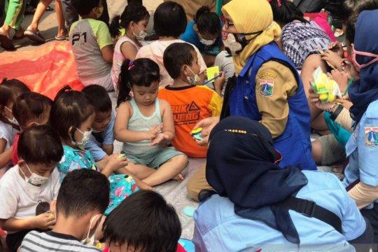 Dinas Sosial DKI gelar permainan di lokasi korban kebakaran Taman Sari