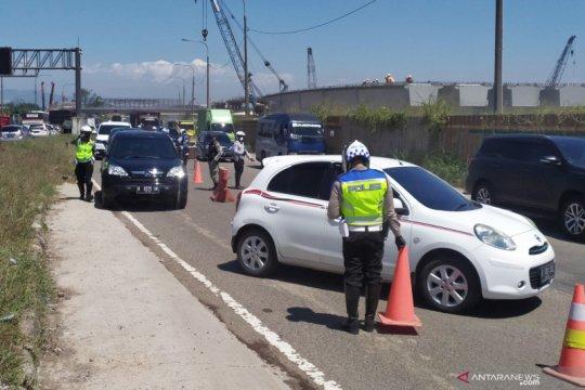 Polisi putar balikkan 320 kendaraan keluar GT Cileunyi Bandung