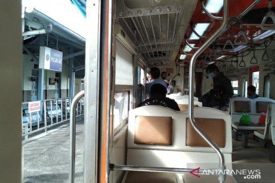 """""""Physical distancing"""", tempat duduk Minangkabau Ekspres dikurangi"""