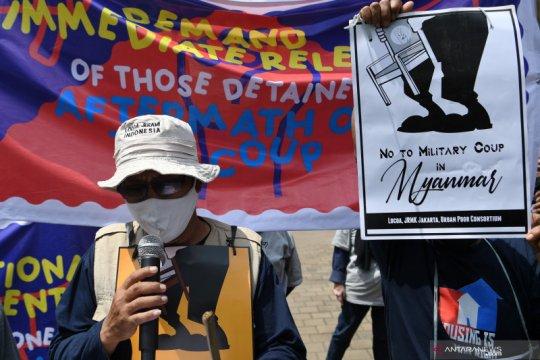 Unjuk rasa menolak kedatangan pemimpin Junta Militer Myanmar