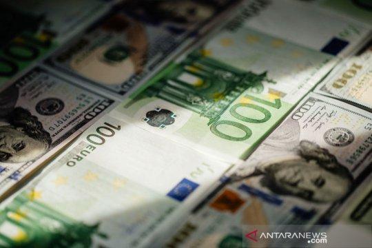 Dolar jatuh karena imbal hasil melemah, euro catat kenaikan ekstra