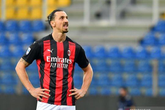 Zlatan Ibrahimovic dipastikan absen saat AC Milan bertandang ke Lazio