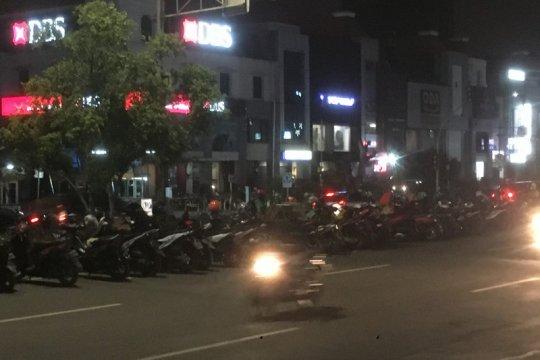 Puluhan sepeda motor parkir lagi di depan MOI pascapenertiban