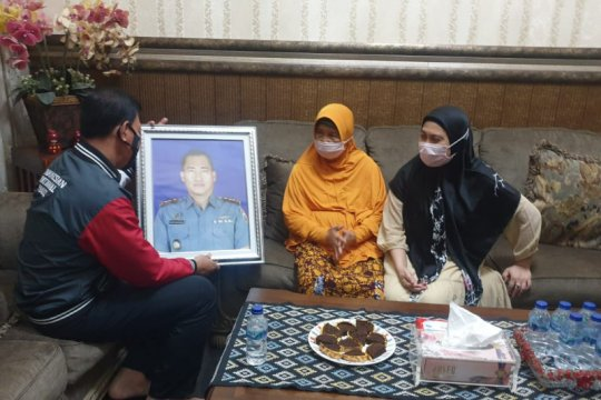 Kabid Humas Polda Lampung kunjungi orangtua Komandan KRI Nanggala-402