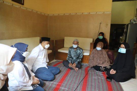 Wali Kota Surabaya kunjungi keluarga awak KRI Nanggala-402