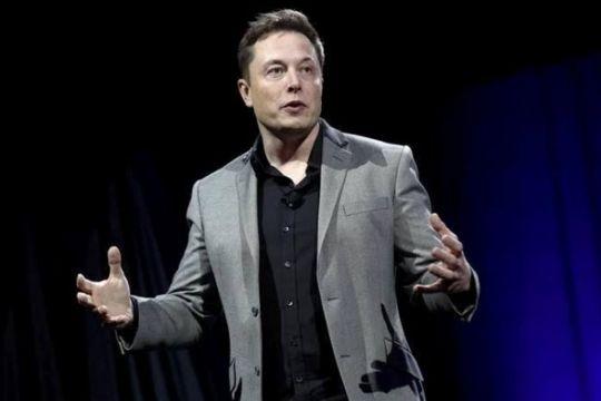 Musk sebut pabrik semikonduktor baru akan akhiri kelangkaan chip mobil