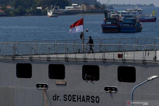 Kapal-kapal TNI AL kibarkan bendera setengah tiang