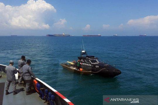Bakamla jemput dua nelayan yang masuk perairan Malaysia