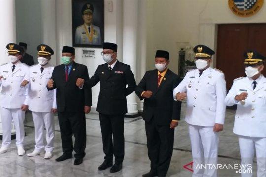 Gubernur lantik Dadang S-Sahrul Gunawan sebagai Bupati-Wabup Bandung