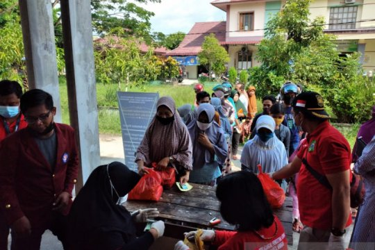 Disperindag Singkawang jual 5.500 paket sembako pasar murah Idul Fitri