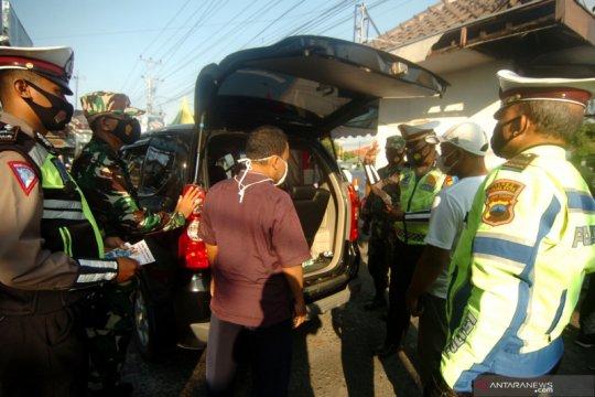 Antisipasi pemudik awal, petugas gabungan periksa kendaraan yang melintas di Pantura