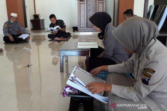 Polisi di Temanggung gunakan masa rehat untuk tadarus selama Ramadhan