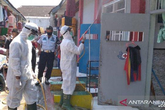 PMI Jember semprot disinfektan di Lapas usai belasan napi positif