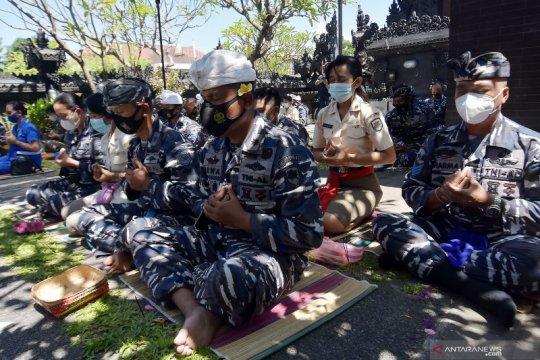 Doa untuk 53 prajurit Hiu Kencana TNI AL yang gugur