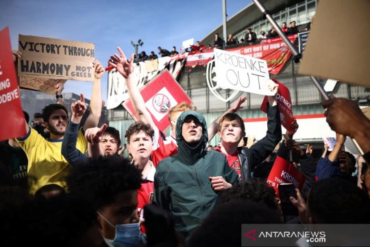Stan dan Josh Kroenke tidak berniat jual Arsenal