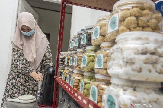 """""""Kue Rayo"""" buatan industri rumahan Pekanbaru laris di tengah pandemi"""