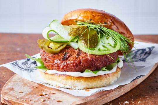 """""""Daging"""" berbahan nabati hadir di Indonesia, dimulai dari burger"""