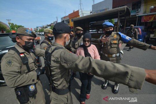 Razia penggunaan masker di Padang