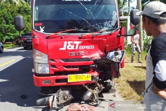 Polisi menahan sopir truk J&T terkait tewasnya pasutri di Aceh Barat