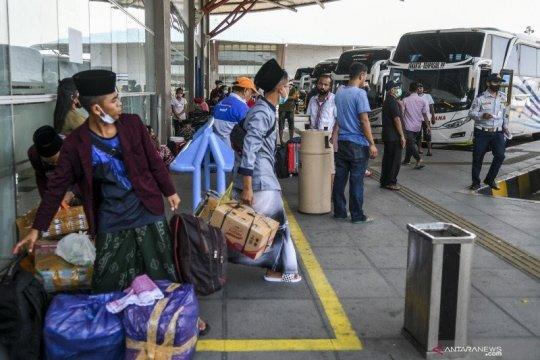 Penumpang bus AKAP di Pulo Gebang tak alami lonjakan saat PPKM level 2