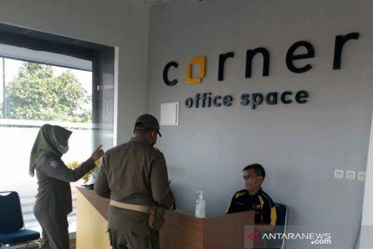 Razia prokes di Jaksel temukan pelanggaran perkantoran