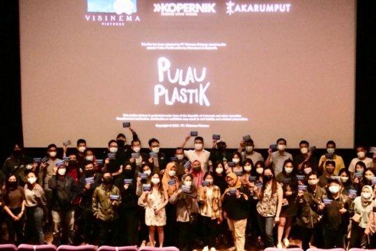 "Memupuk kepedulian lingkungan, JCI Jateng ""nobar"" film Pulau Plastik"