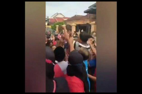 Oknum kades di Tulungagung didenda gegara sebar duit picu kerumunan