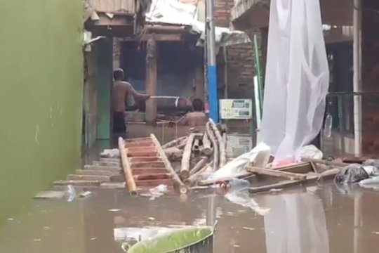 DKI kemarin, banjir di Kampung Melayu hingga pemeriksaan Persija