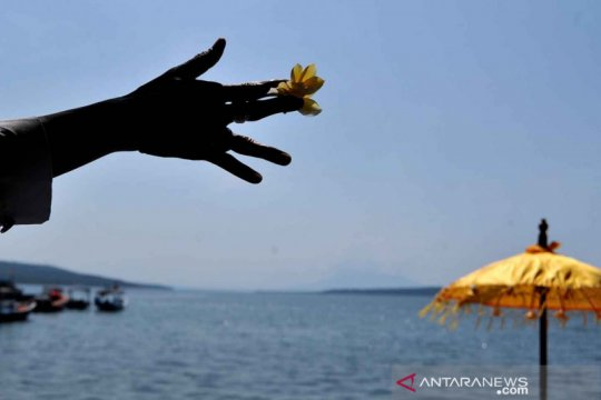 Doa umat Hindu untuk awak KRI Nanggala 402