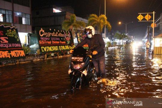 Kota Dumai dikepung banjir rob