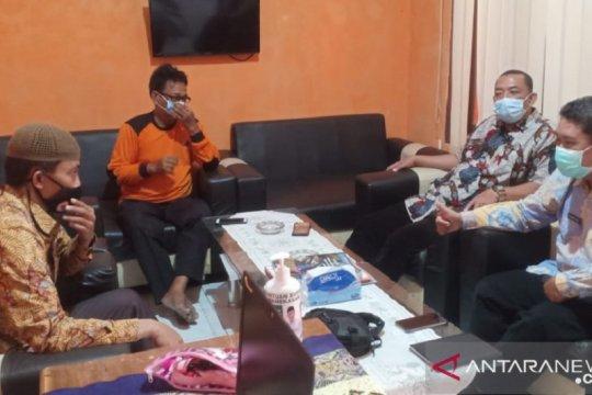 Pulang dari luar negeri, pekerja migran Pamekasan isolasi di Surabaya