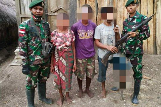 Warga serahkan senjata api rakitan ke Satgas Pamtas RI-Timor Leste