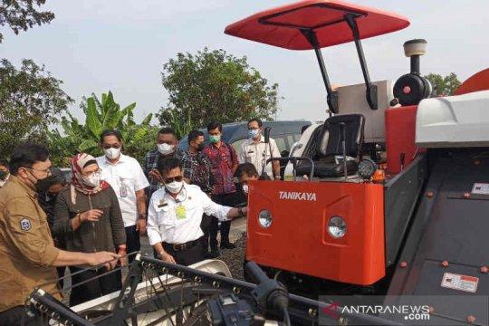 Mentan serahkan bantuan alsintan dari Presiden untuk petani Indramayu