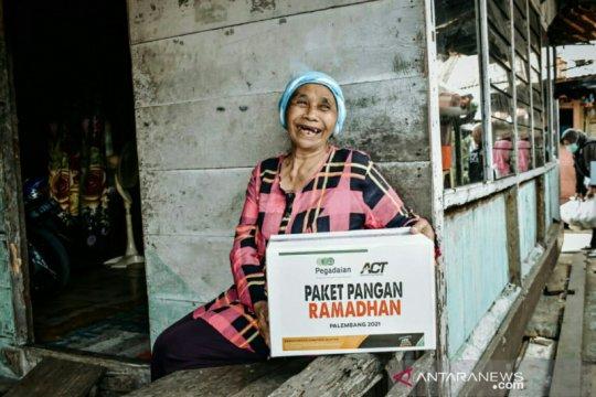 Pegadaian gandeng ACT Sumsel salurkan bantuan paket pangan Ramadhan