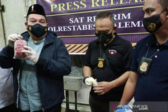 Polisi grebek gudang ikan berformalin di Palembang
