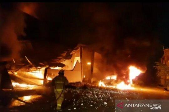 Gudang penyimpanan barang di Kosambi Tangerang terbakar