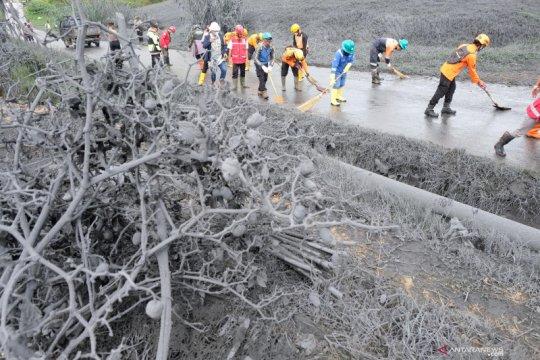 Kawah Sileri semburkan material vulkanik