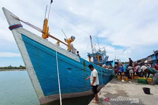 Cuaca buruk di Selat Malaka, ratusan nelayan Aceh Timur tak melaut