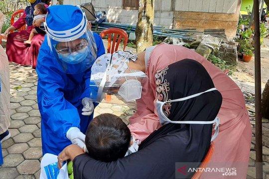 Antisipasi klaster tarawih, puluhan warga Pekaja-Banyumas dites usap