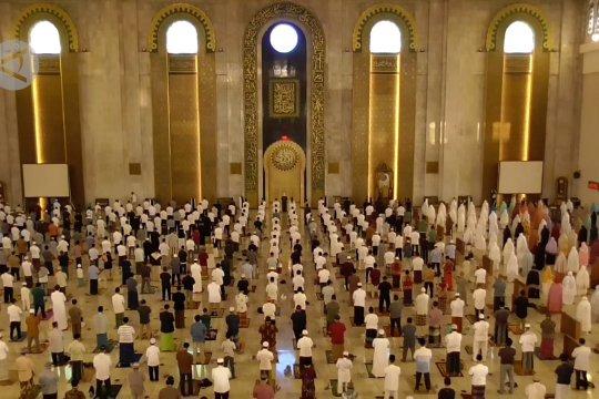 Wali Kota Surabaya izinkan tarawih di masjid