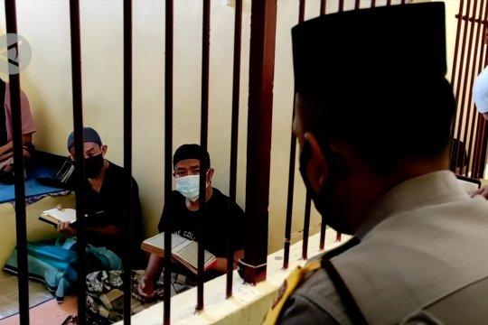 Inspiratif, polisi ajarkan tahanan mengaji, hingga sisihkan gaji untuk berbagi
