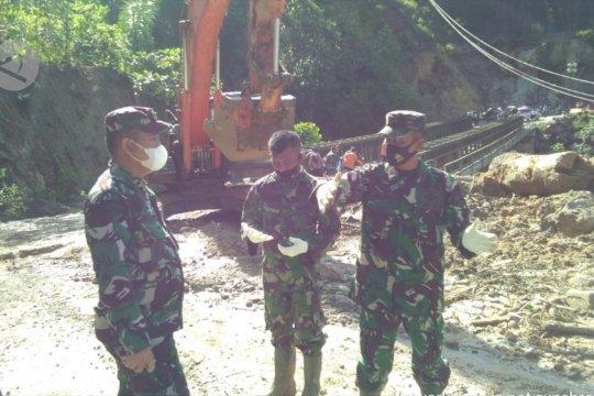 Pemprov kirimkan alat berat dan logistik tangani longsor Batang Toru