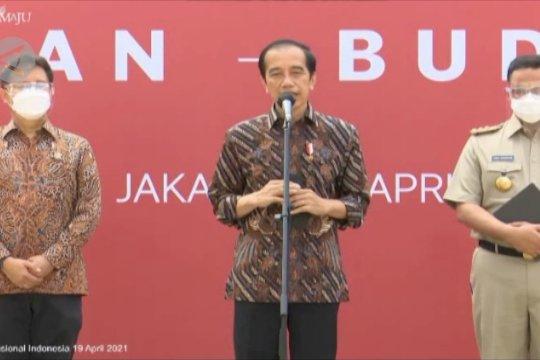 Presiden tinjau vaksinasi seniman dan budayawan di Jakarta