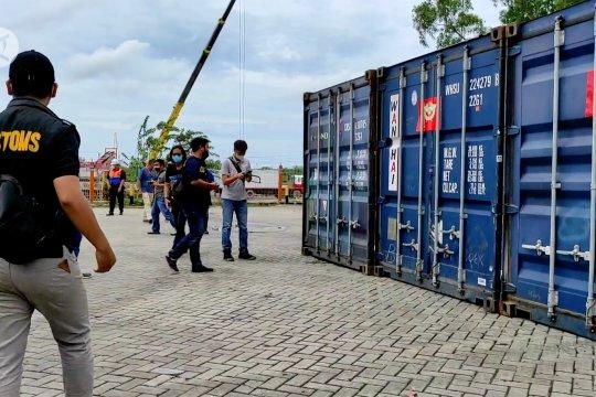 Diduga mengandung mineral ikutan lainnya, Kementerian ESDM tunda ekspor200 ton zirkon