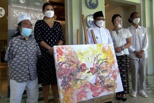 Pelukis difabel lelang karyanya untuk didonasikan