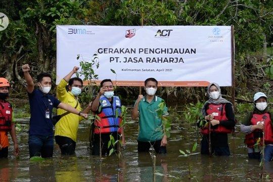 Relawan tanam mangrove untuk tempat hidup bekantan