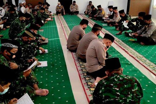 TNI-Polri Babel doa bersama untuk kru KRI Nanggala-402