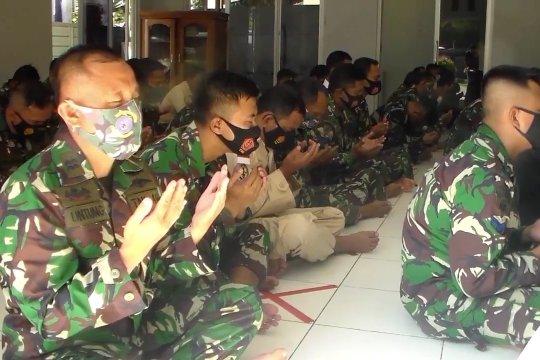 Lanal Kendari doa bersama untuk awak KRI Nanggala-402 yang gugur